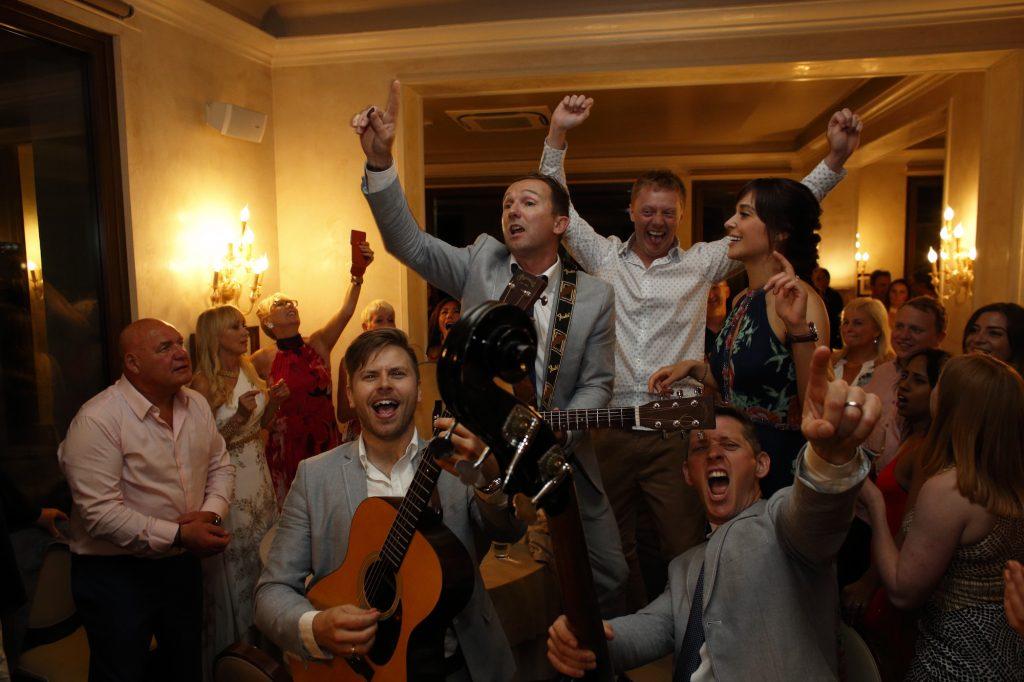 Wedding Entertainment - Roaming Acoustic Band
