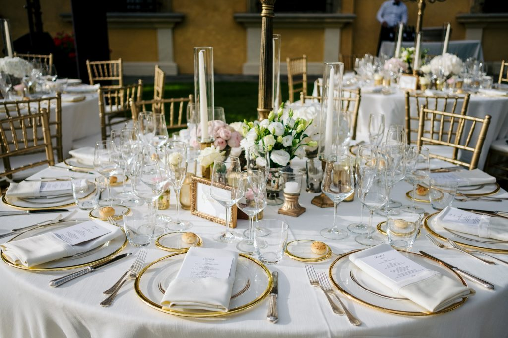 Luxury gold wedding table decor Florence
