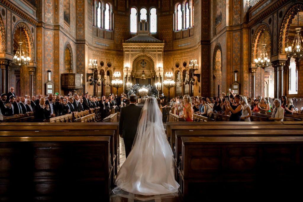jewish wedding planner - jewish wedding traditions - chuppah in synagogue