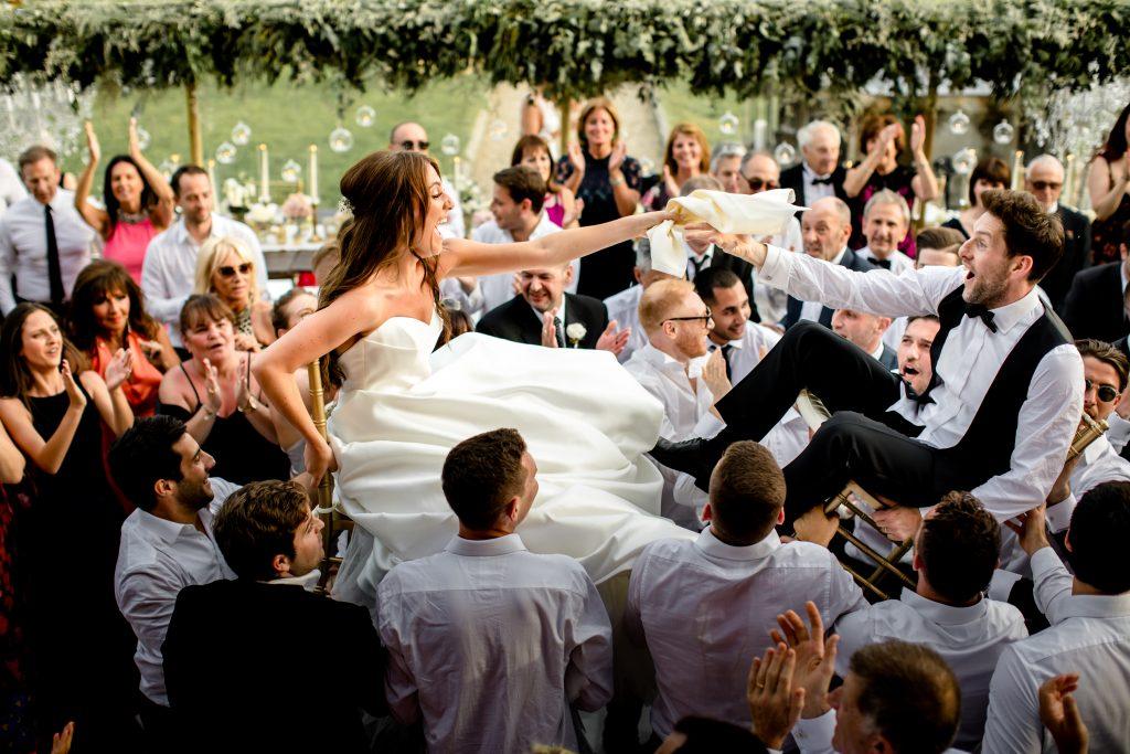 Jewish wedding planner - Jewish wedding traditions - Israeli dancing on chairs